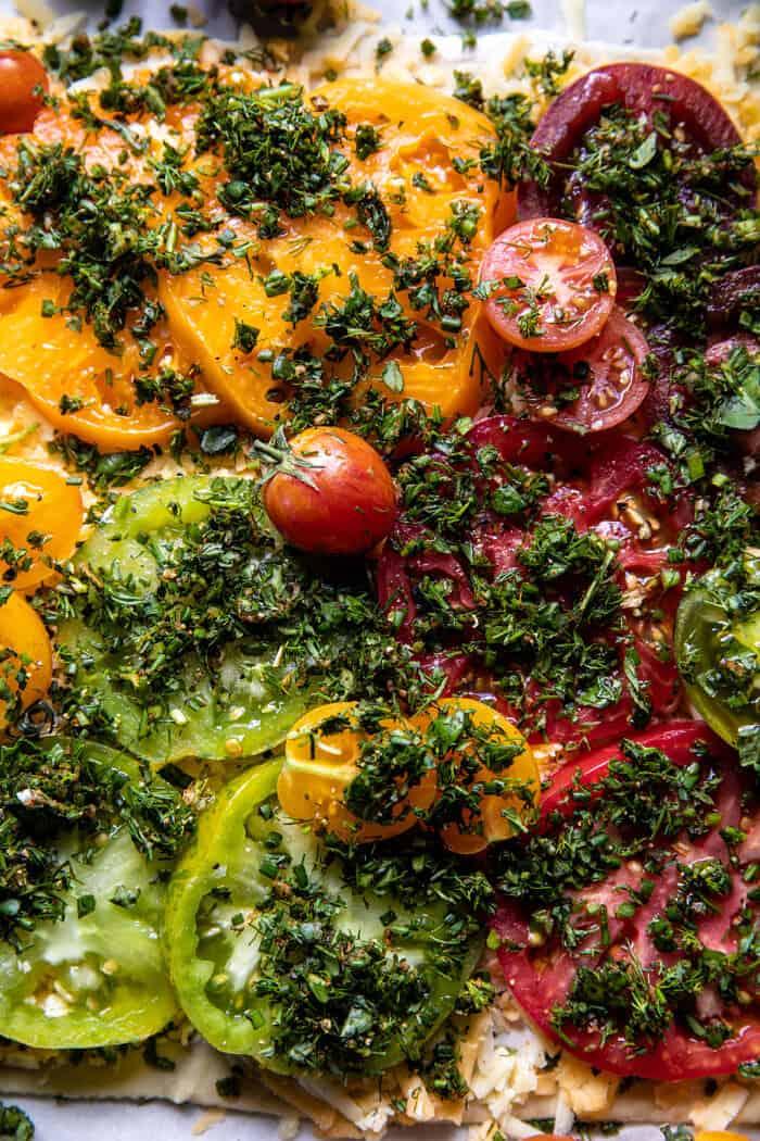Tarte aux tomates rôties et cheddar avec assaisonnement Ranch   halfbakedharvest.com