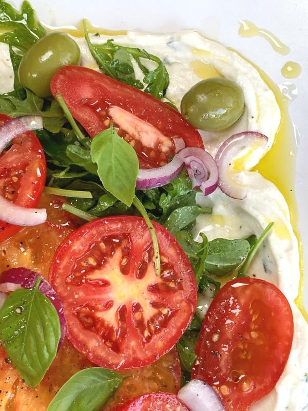 tomates d'été et ricotta