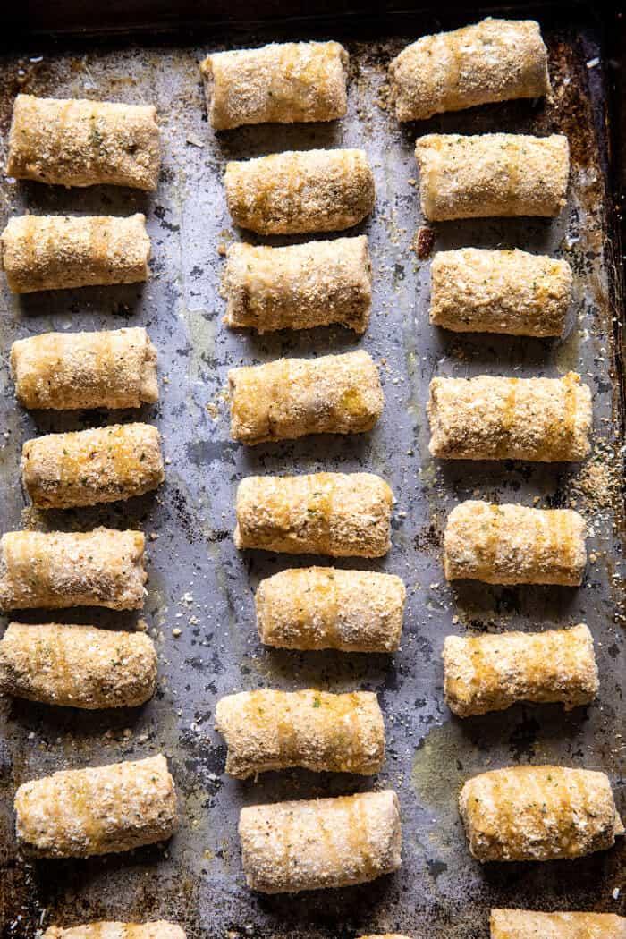 photo de préparation de rouleaux de pizza au fromage maison avant la cuisson