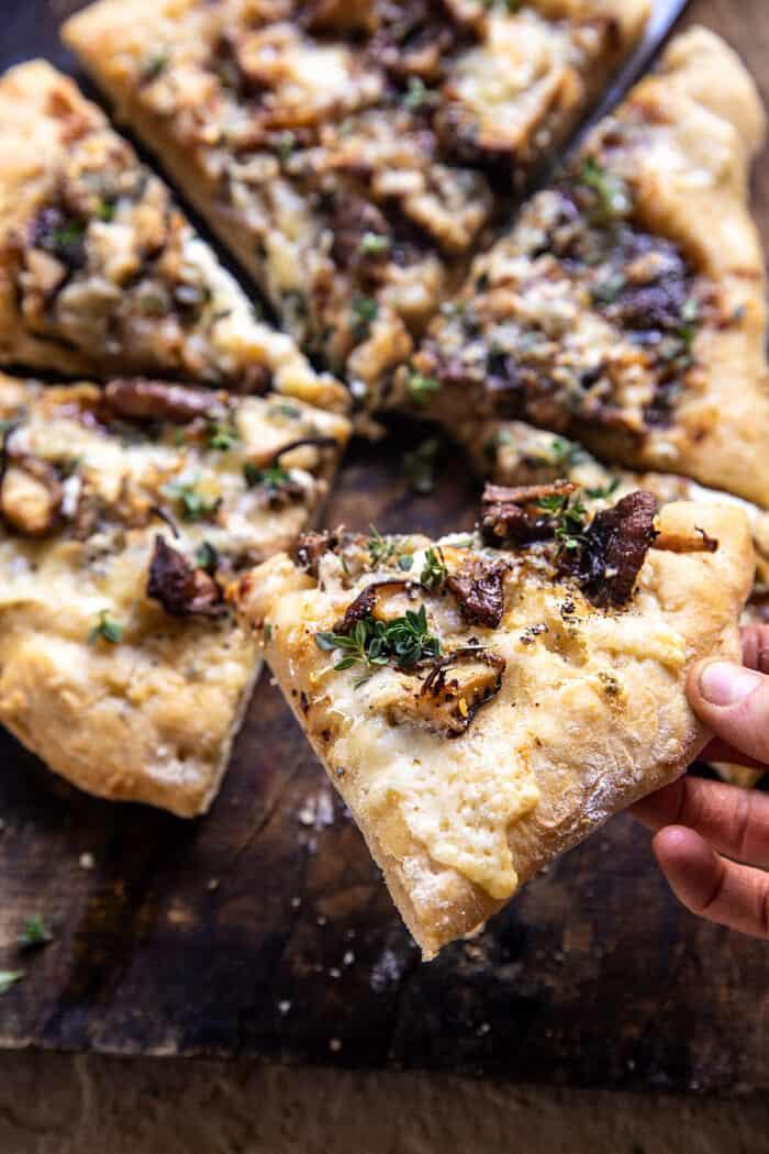 tranche de pizza avec morsure sortie