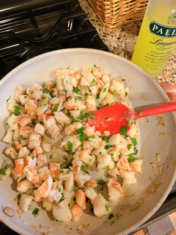 crevettes et pétoncles hachés