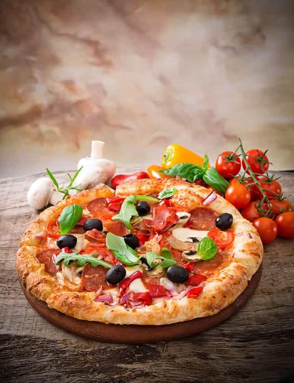 La pizza napolitaine peut aussi avoir une corniche farcie!