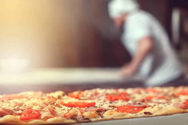 """La pizza romaine est connue sous le nom de """"scrocchiarella"""""""