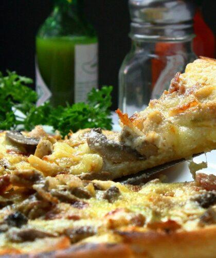 Pizza italienne cuite au feu de bois