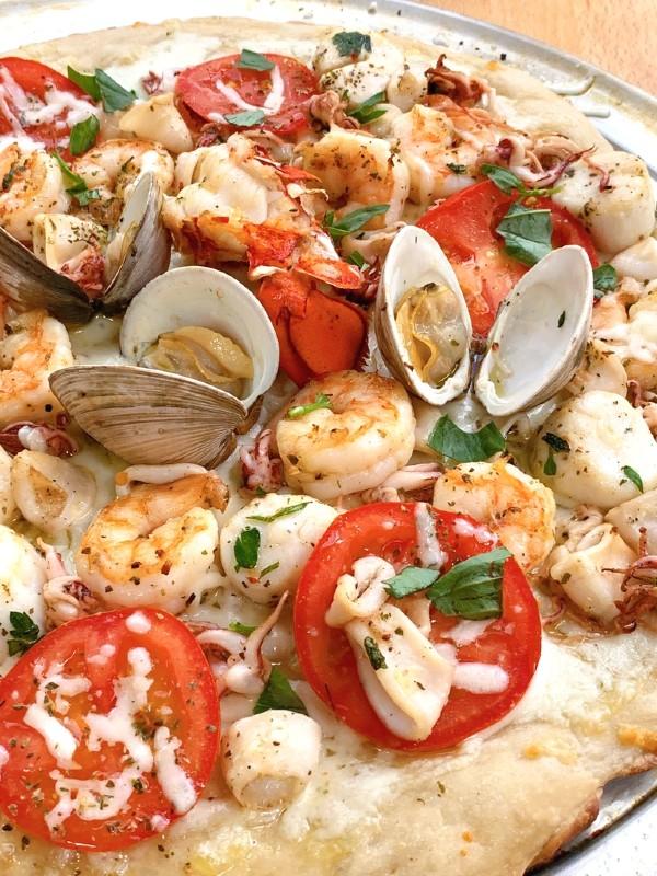 fruits de mer grillés sur pizza