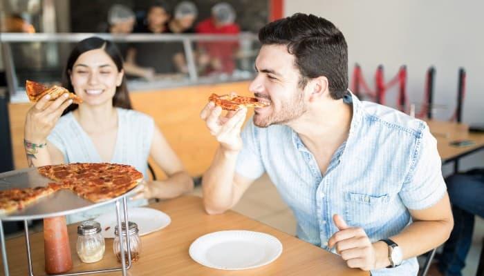 homme-mordre-pizza